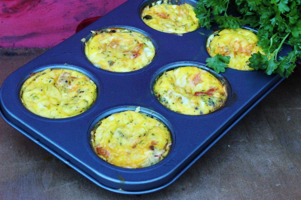 Omelett muffins, spicy tex-mex og med kyllingbacon